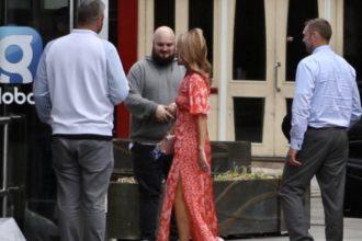Amanda Holden В Красном Летнем Платье 1